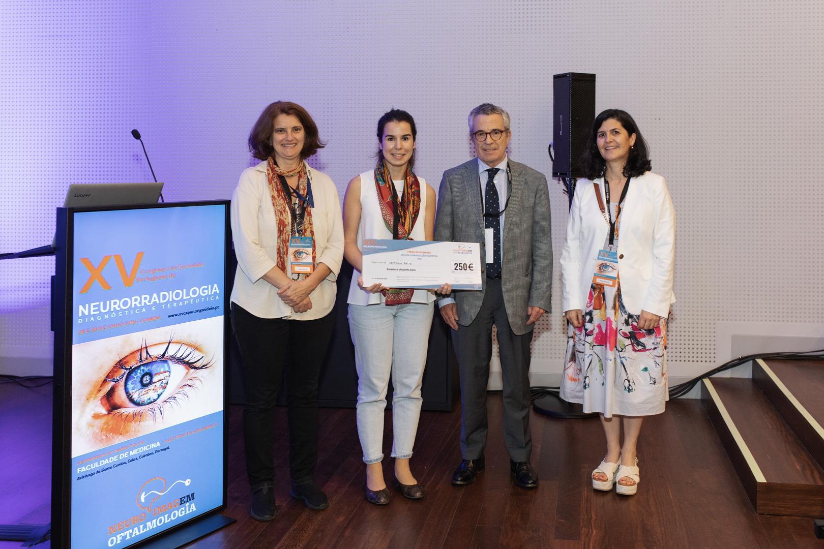 XV Congresso da SPNR - Entrega de Prémios junto ao púlpito digital com a imagem do Congresso